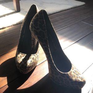 Leopard print heels!